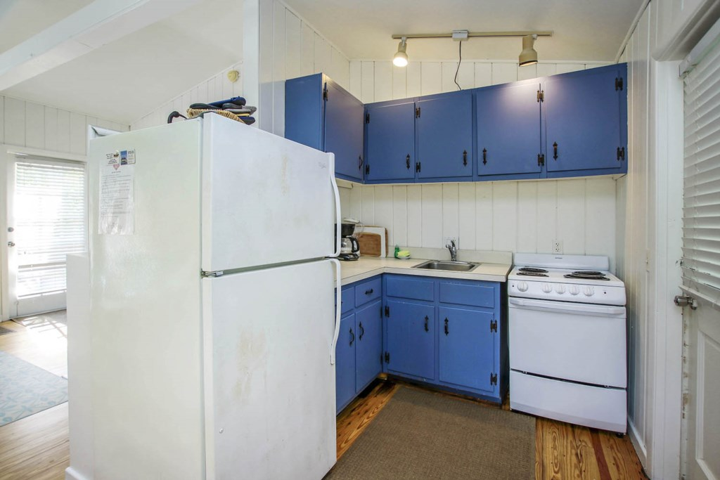 Cott 17 Kitchen a.jpg