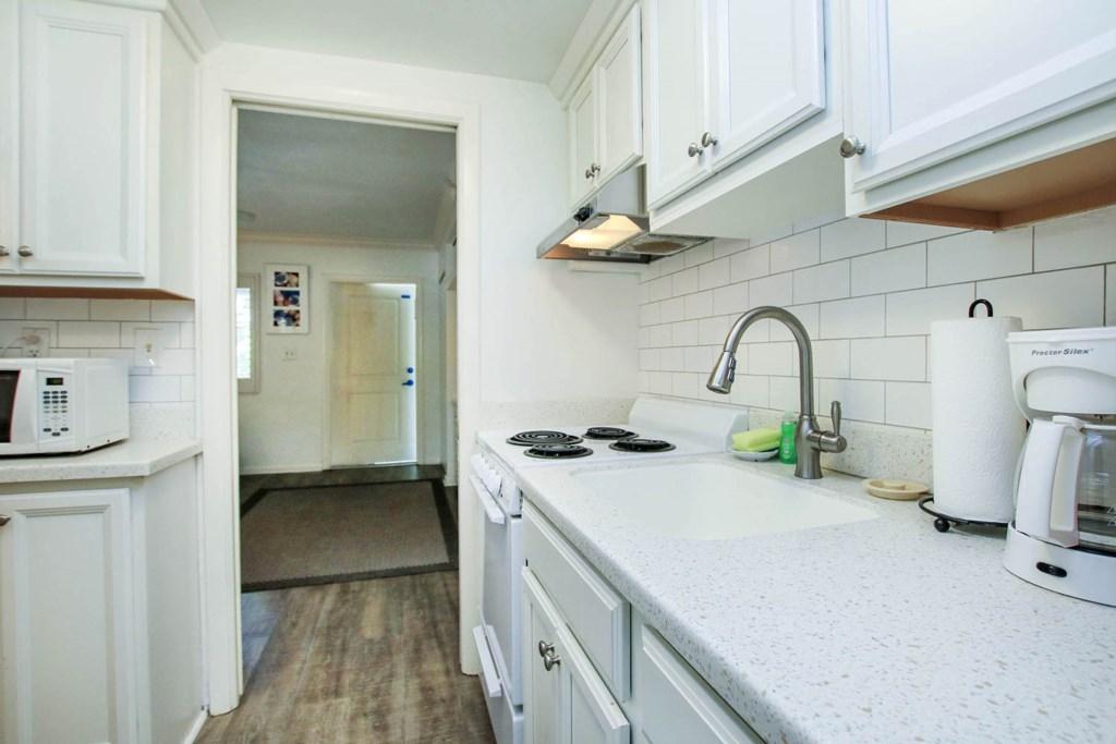 C15 Kitchen b.jpg