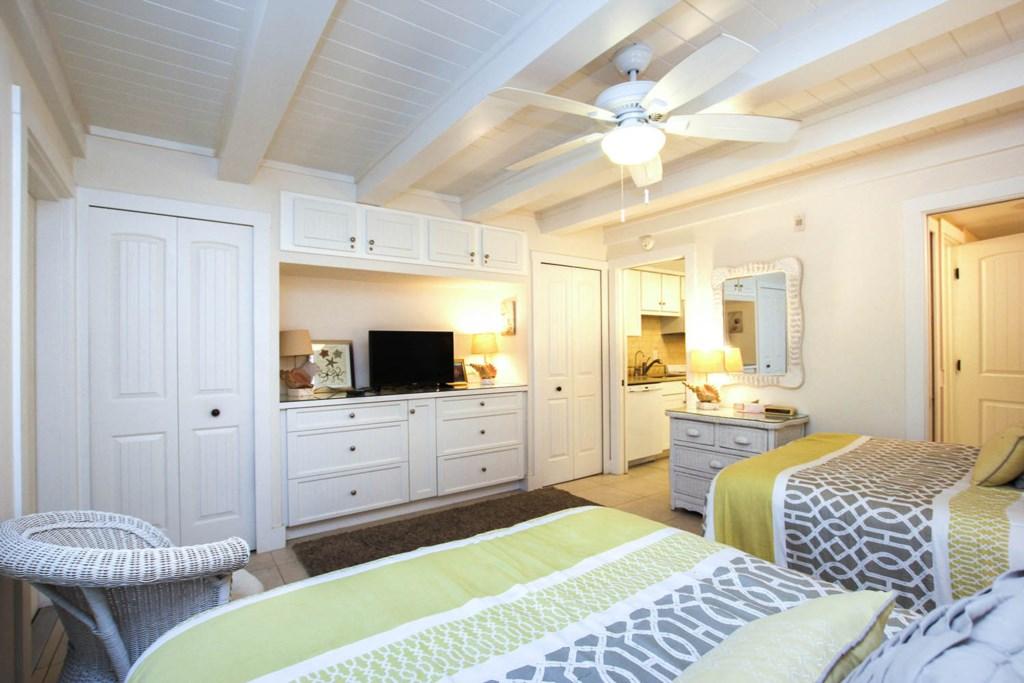 C42 Bedroom b (2).jpg