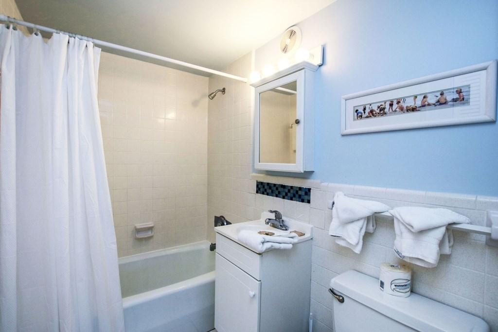 C53 Bathroom.jpg