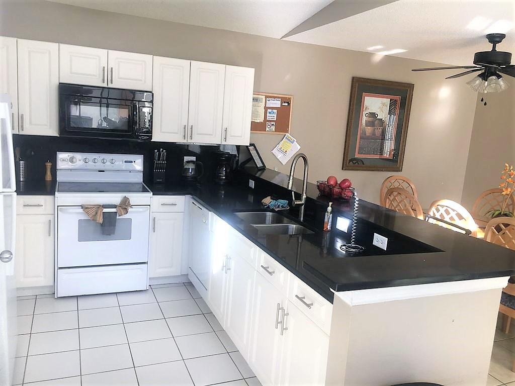 3221 Kitchen.jpg