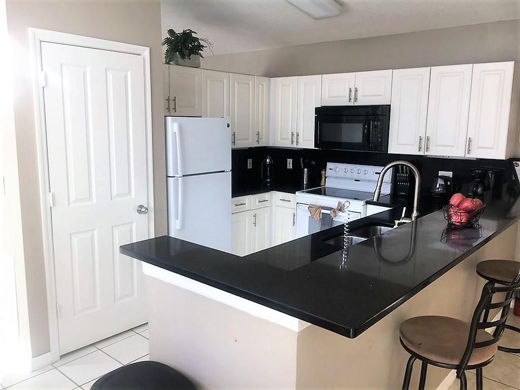 3221 Kitchen 2.jpg