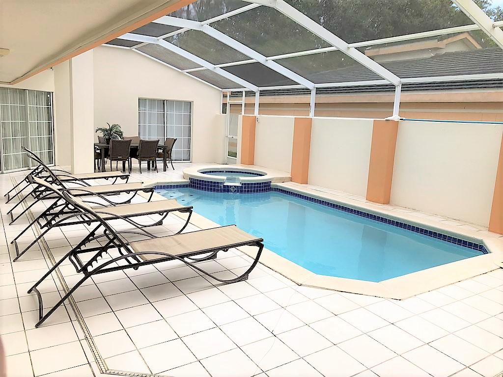 3221 Pool deck.jpg
