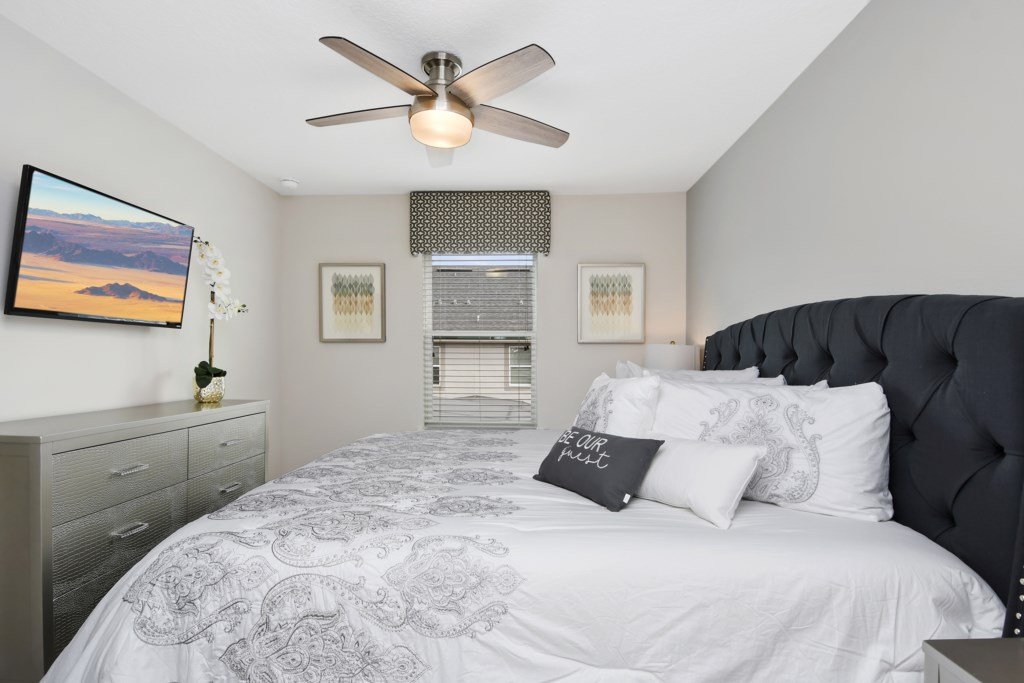 King Bedroom with ceiling fan