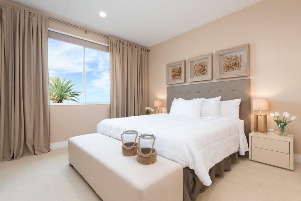 11 - Bedroom - view 1.jpg