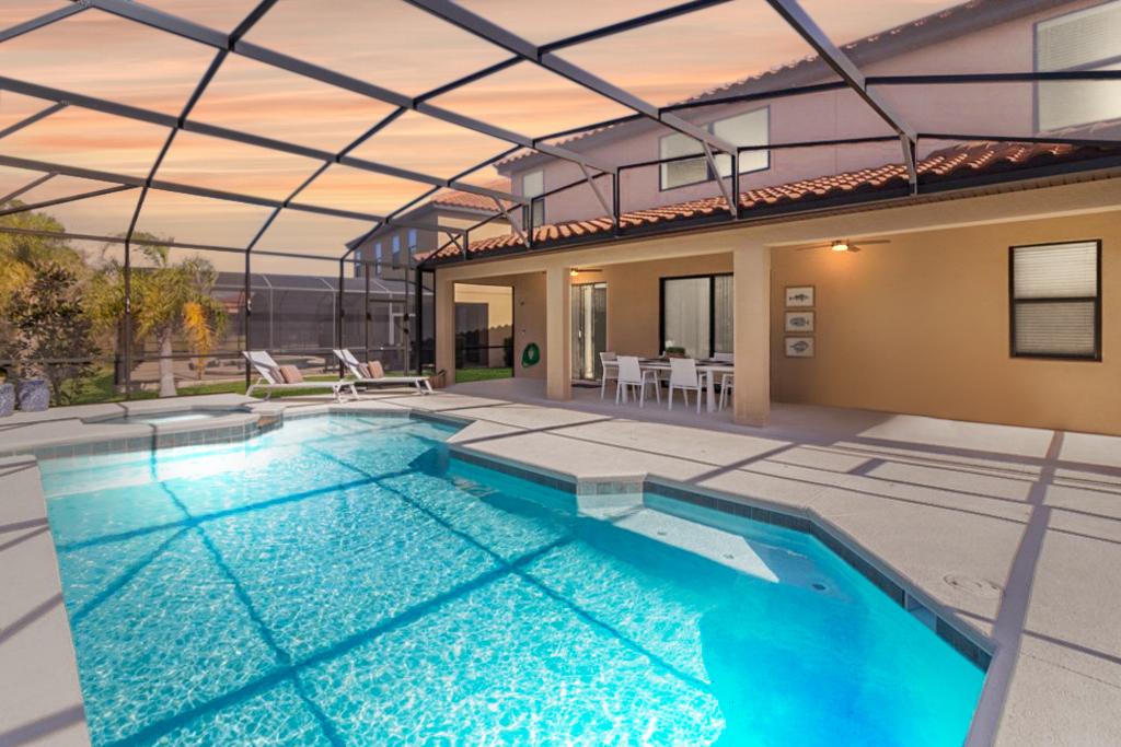 2600 Pool1.jpg