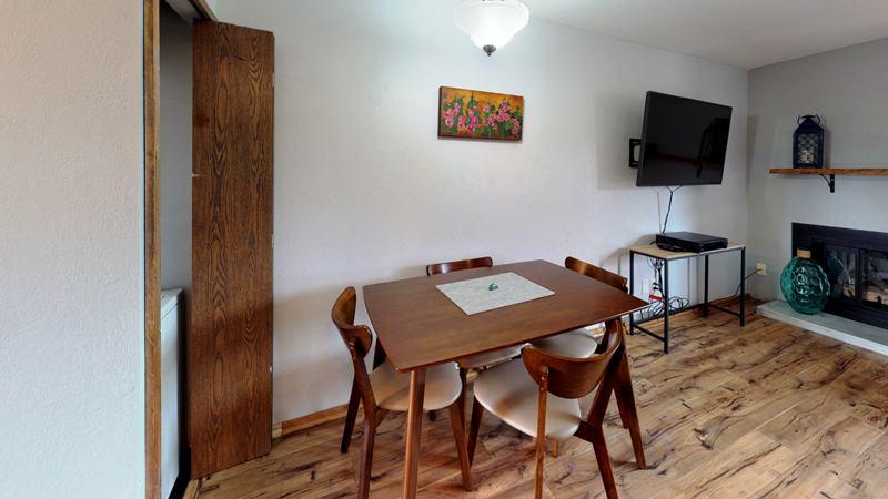 1c4PNY3iKko-Dining_Room.jpg