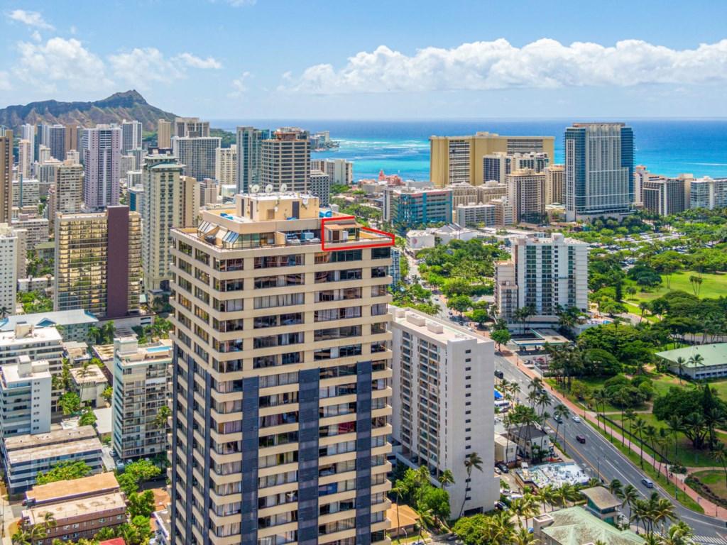 444 Niu St Unit 100 Honolulu-large-002-003-Niu St PH601 Honolulu HI 96815-1335x1000-72dpi.jpg