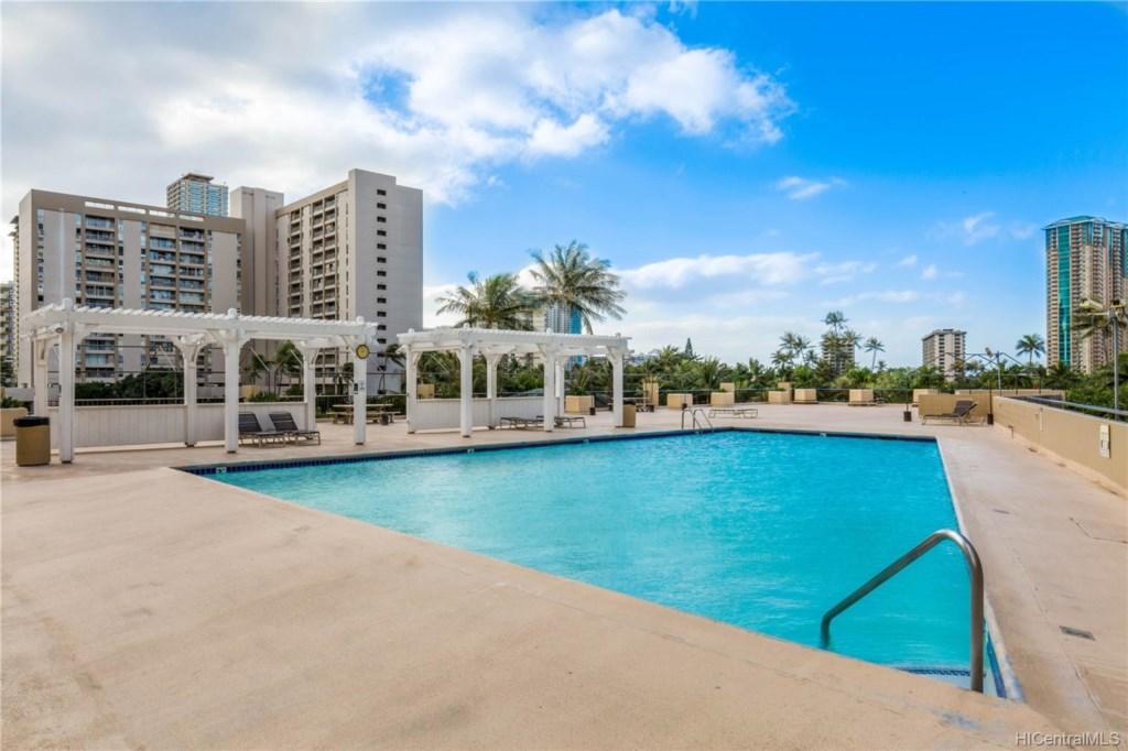 HM Swimming pool.jpg