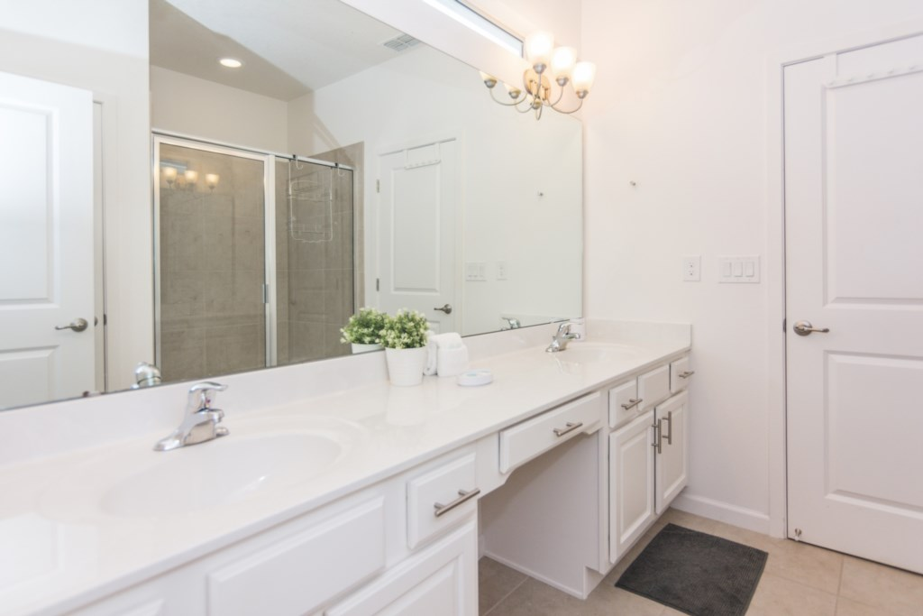 Master Suite 3 Bath.jpg