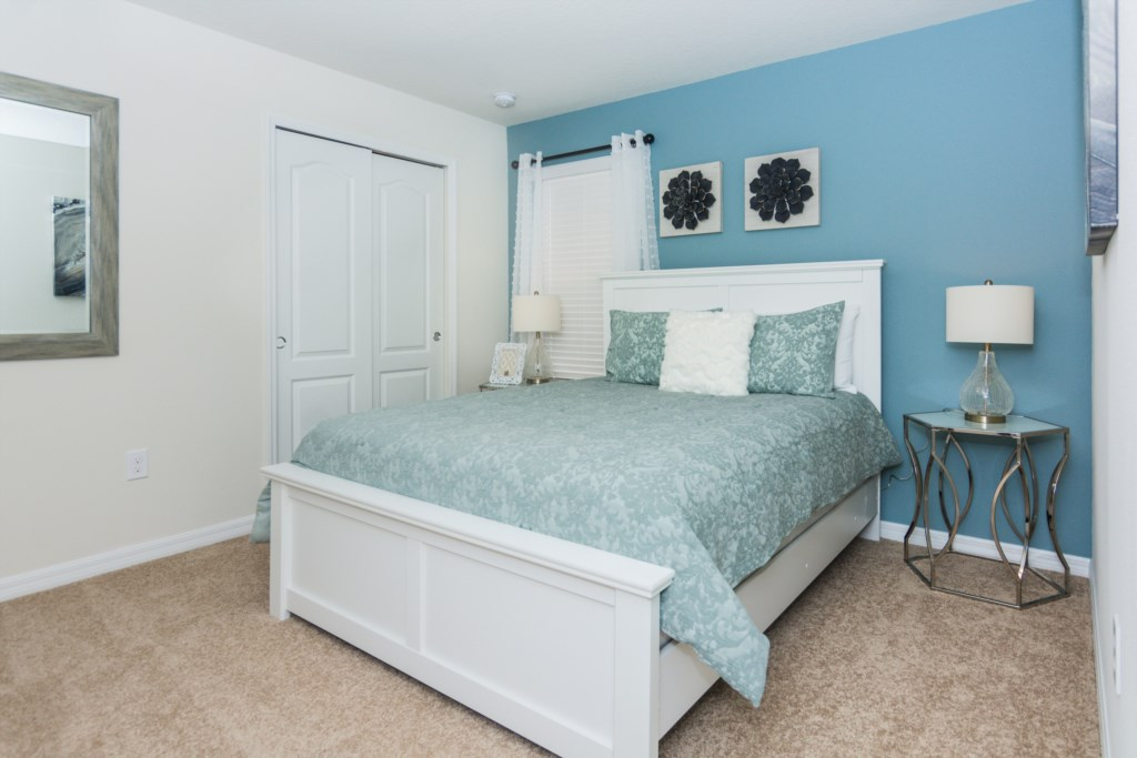 Blue Queen Bedroom 1.jpg