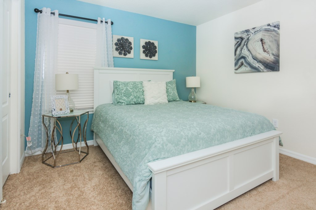 Blue Queen Bedroom 2.jpg
