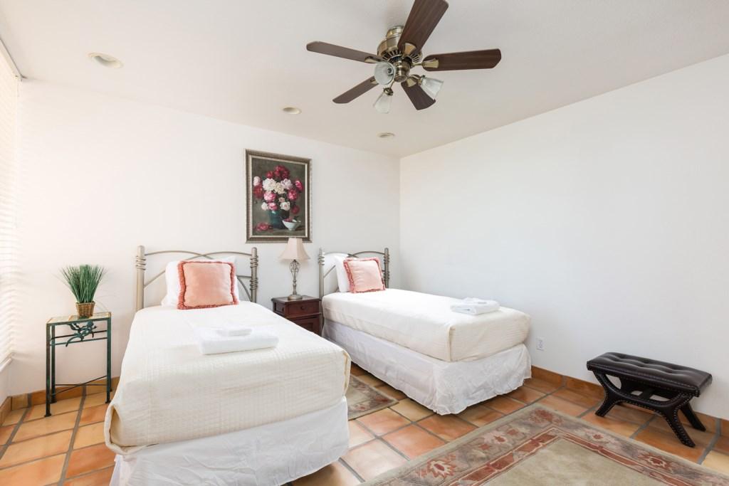 Bedroom-Twin-Beds.jpg