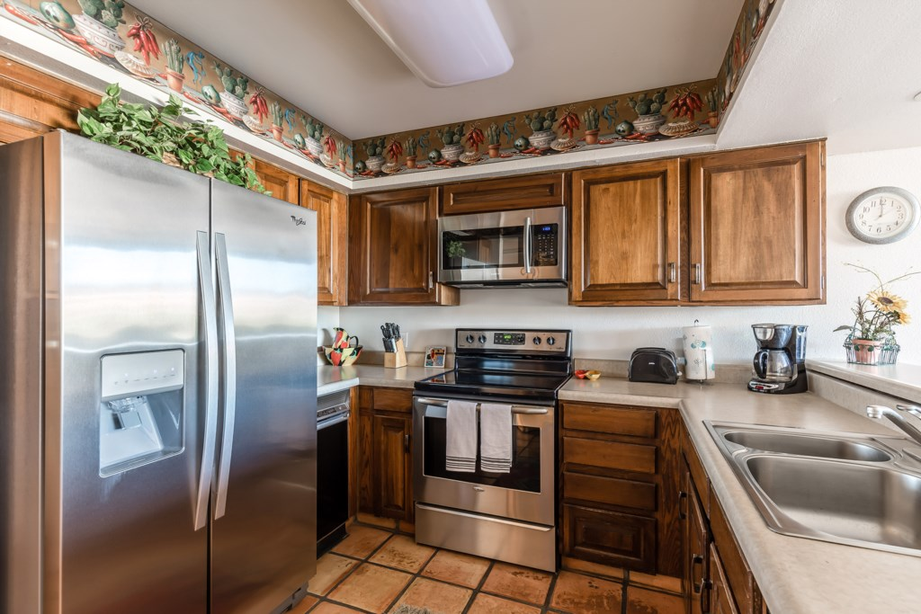 Kitchen-With-Stainless-Steel-Appliances.jpg