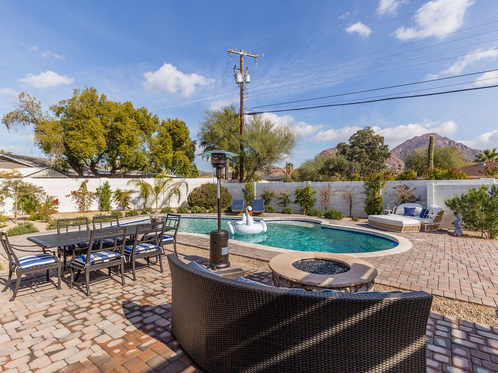 Bathroom-Firepit-Table-Pool-and-Lounge-Chairs.jpg