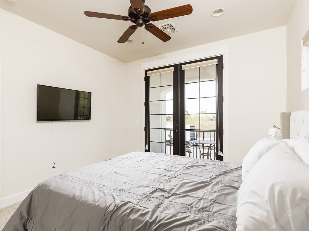 6th Bedroom with 1 Queen size bed and beautiful balcony