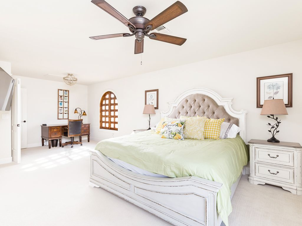 4th Bedroom with 1 King size bed