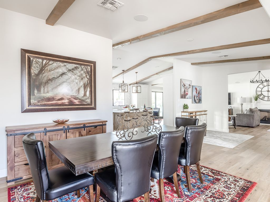 Open concept Dining area for 8!