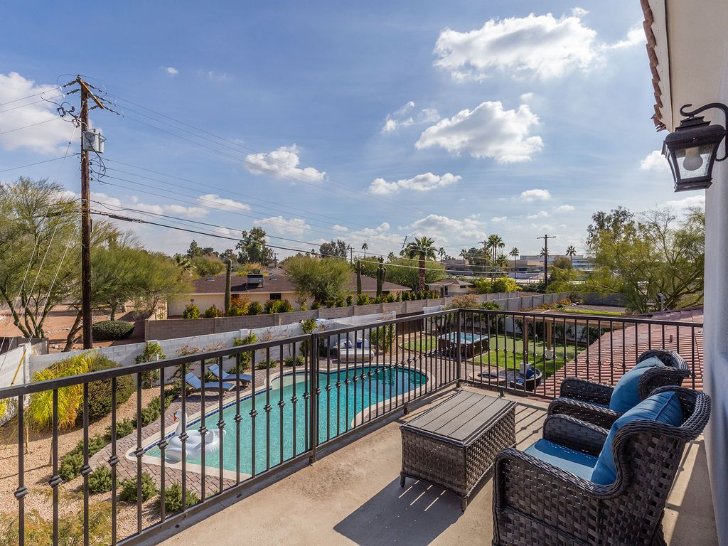 Beautiful balcony with stunning views of Camelback Mountain