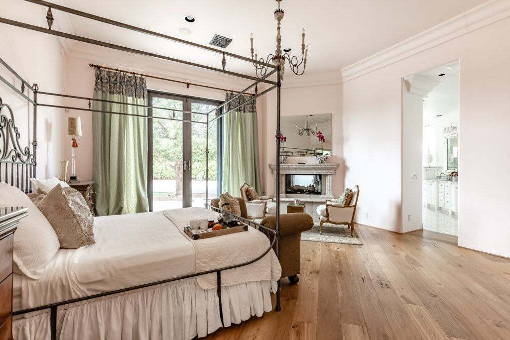 Master bedroom: 1 King bed with en-suite bathroom