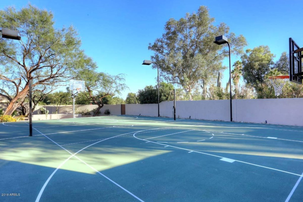 Basketball court perfect for a quick match