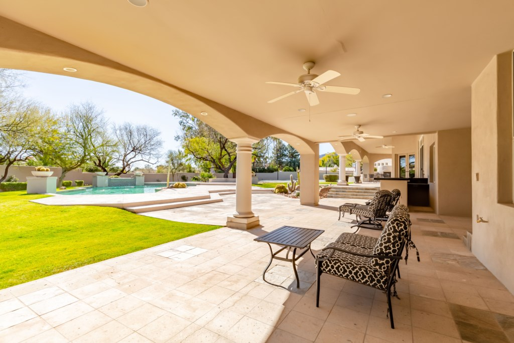 Beautiful patio area to enjoy the AZ Sunshine