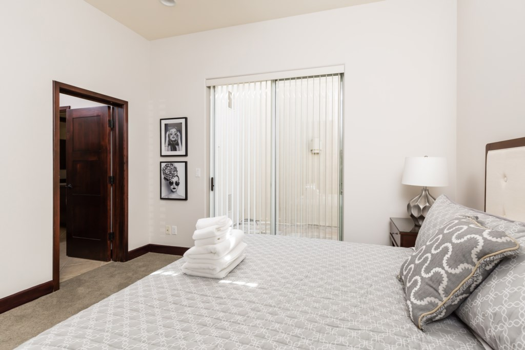 3rd Bedroom with 1 King Bed and 2 Twin Beds (Trundle bed) with en-suite bathroom