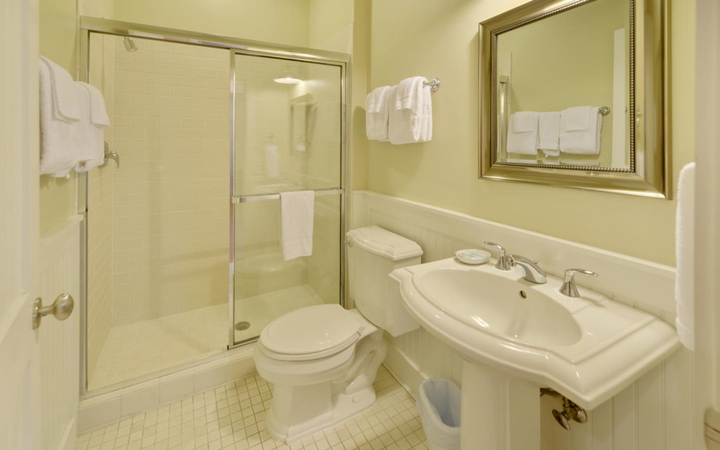 MagnoliaCottagesByThe-large-017-61-Bathroom2-1500x938-72dpi