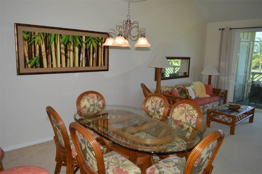 Dining Table Seats 6 in Comfort