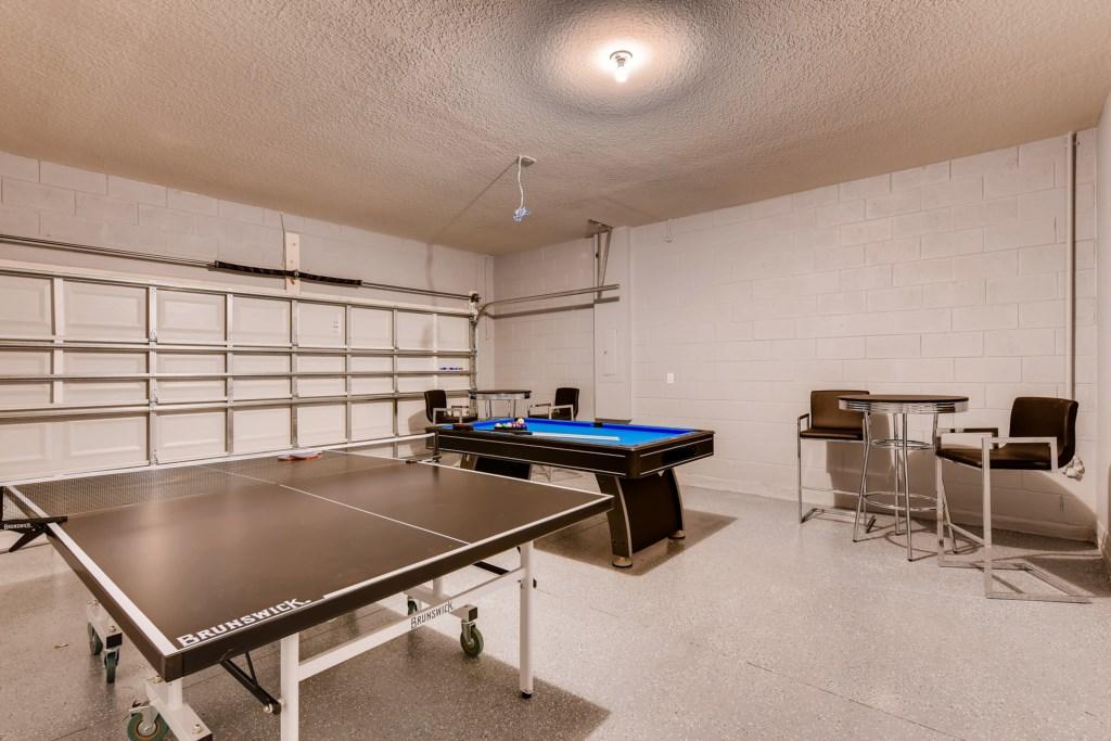5292OakbourneAveDavenport-print-025-25-Garage-4093x2729-300dpi