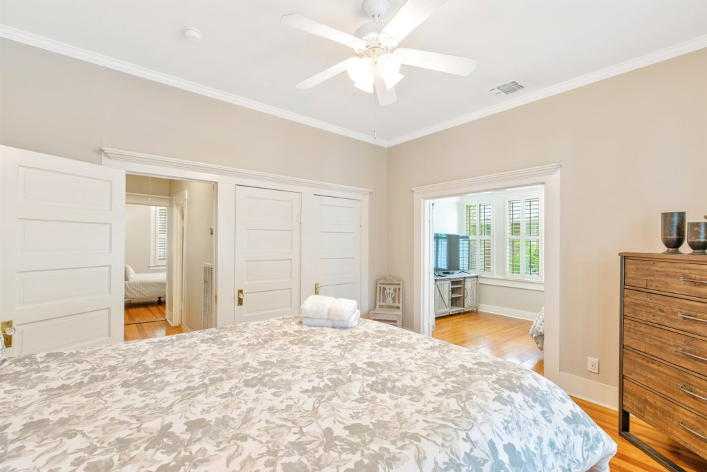 Guest Bedroom 1 Photo 3 of 3