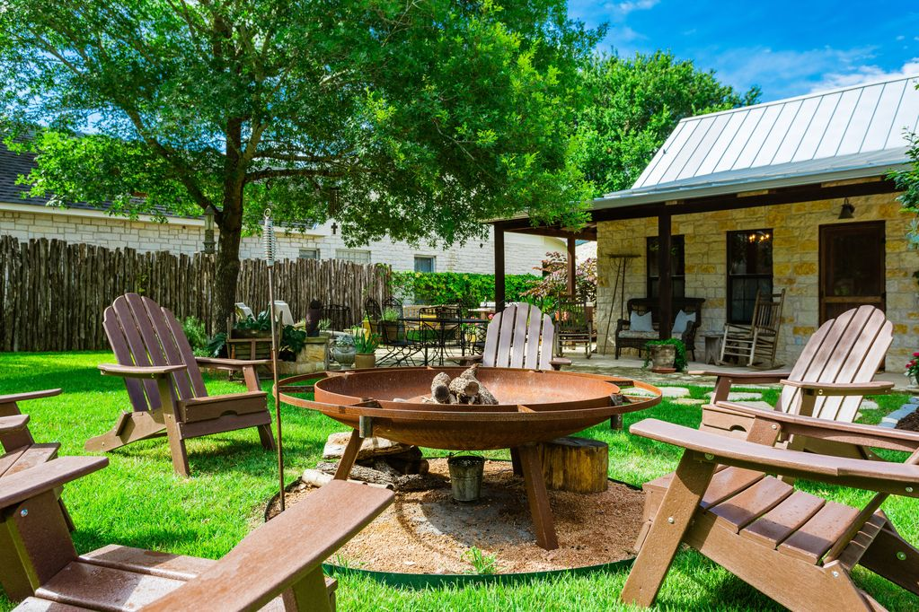 Welcome to Fredericksburg! Come enjoy this amazing town while relaxing at our beautiful property!
