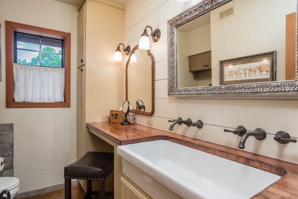 Half Bathroom Photo 1 of 2