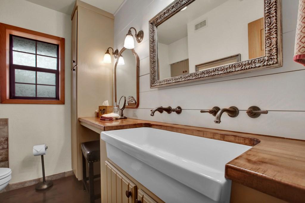Half Bathroom Photo 2 of 2