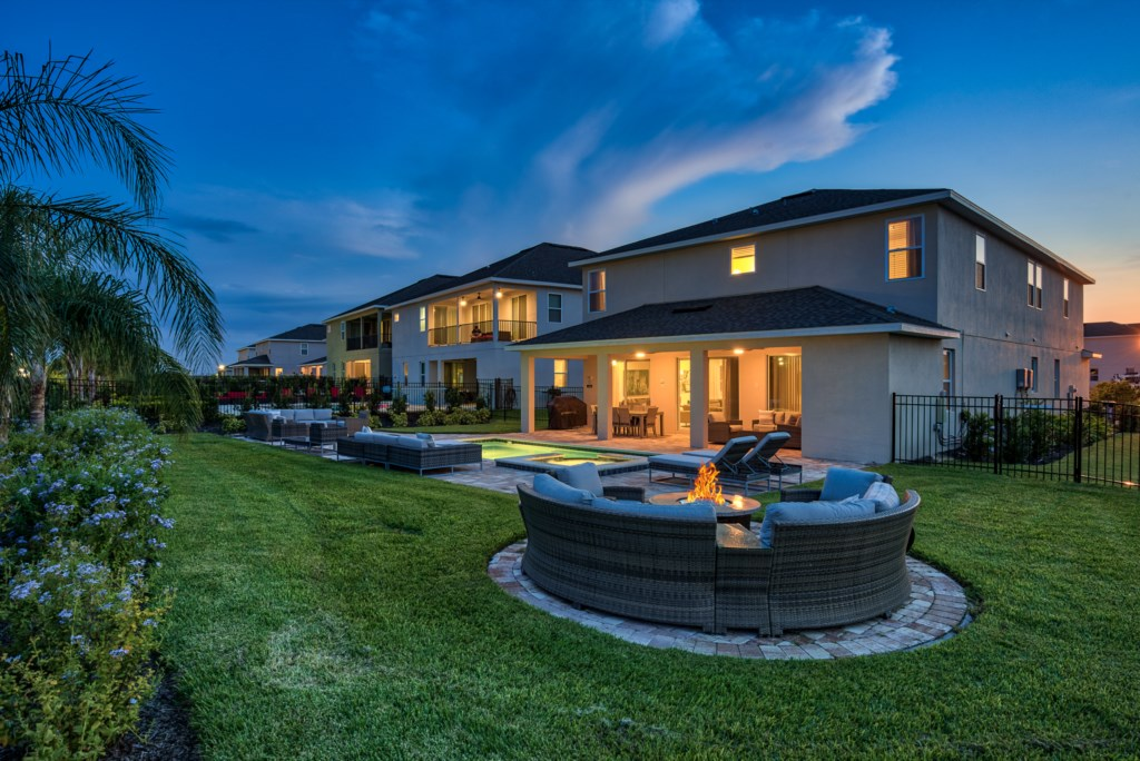 BRAND NEW LUXURY 9 BEDROOM WITH PRIVATE POOL!