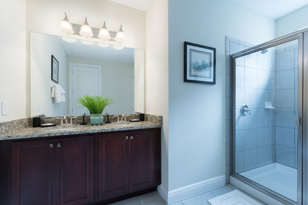 Owner Bath 1.jpg