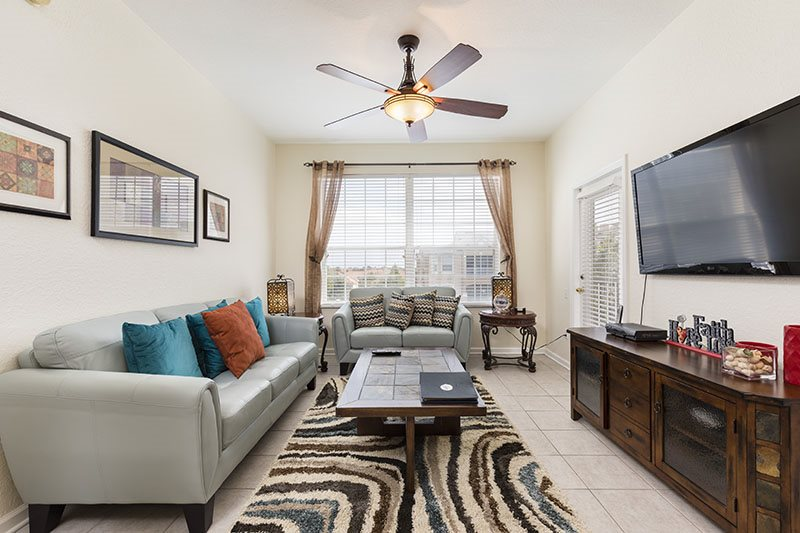 LUXURIOUS CONDO - JUST 2 MILES FROM DISNEY