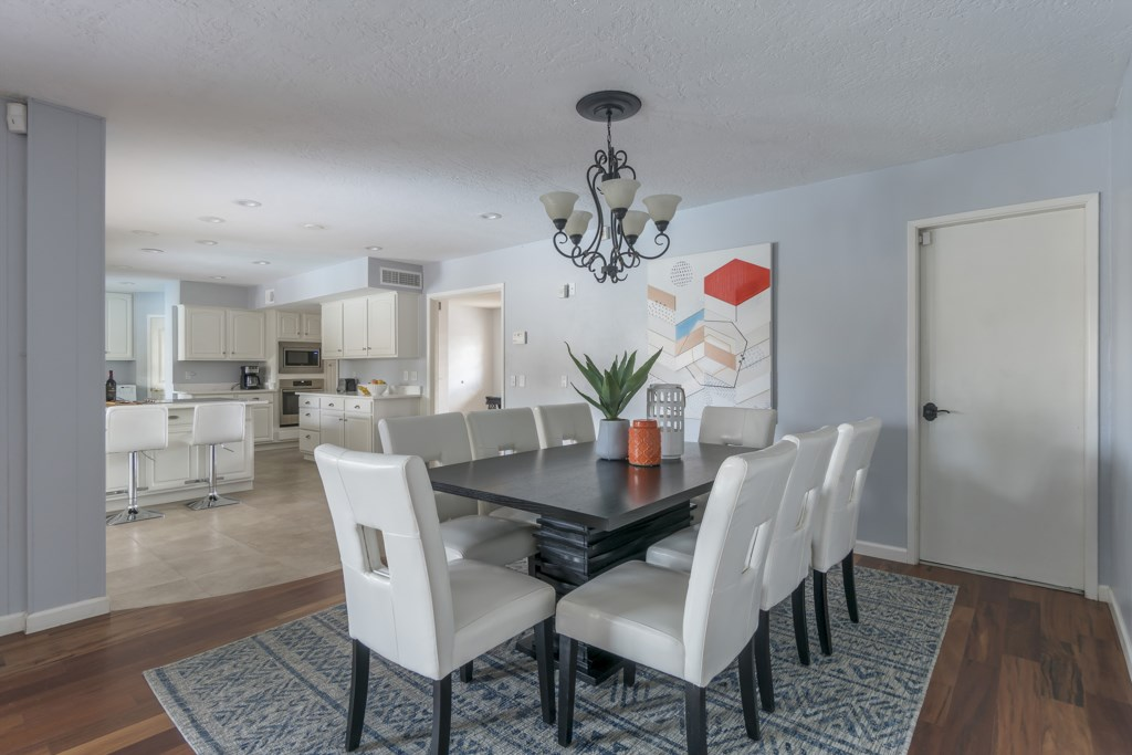 Dining-Table-and-Kitchen.jpg