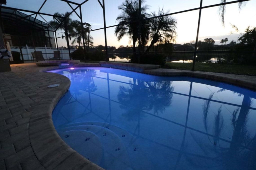 1_pool_1735_red_size.jpg