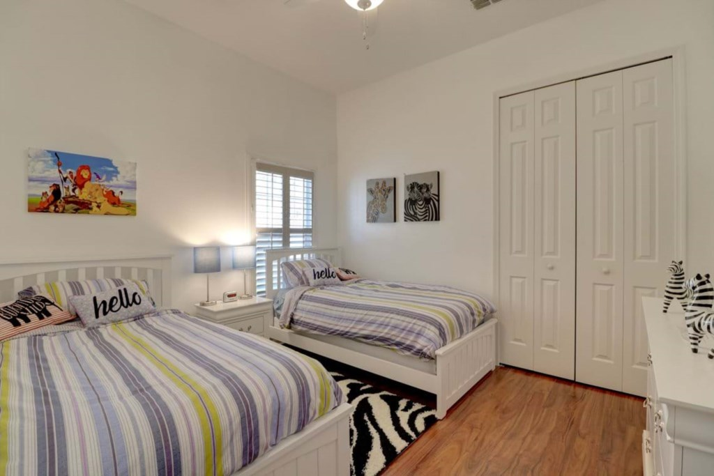 Cozy 2 twin beds with flat screen TV