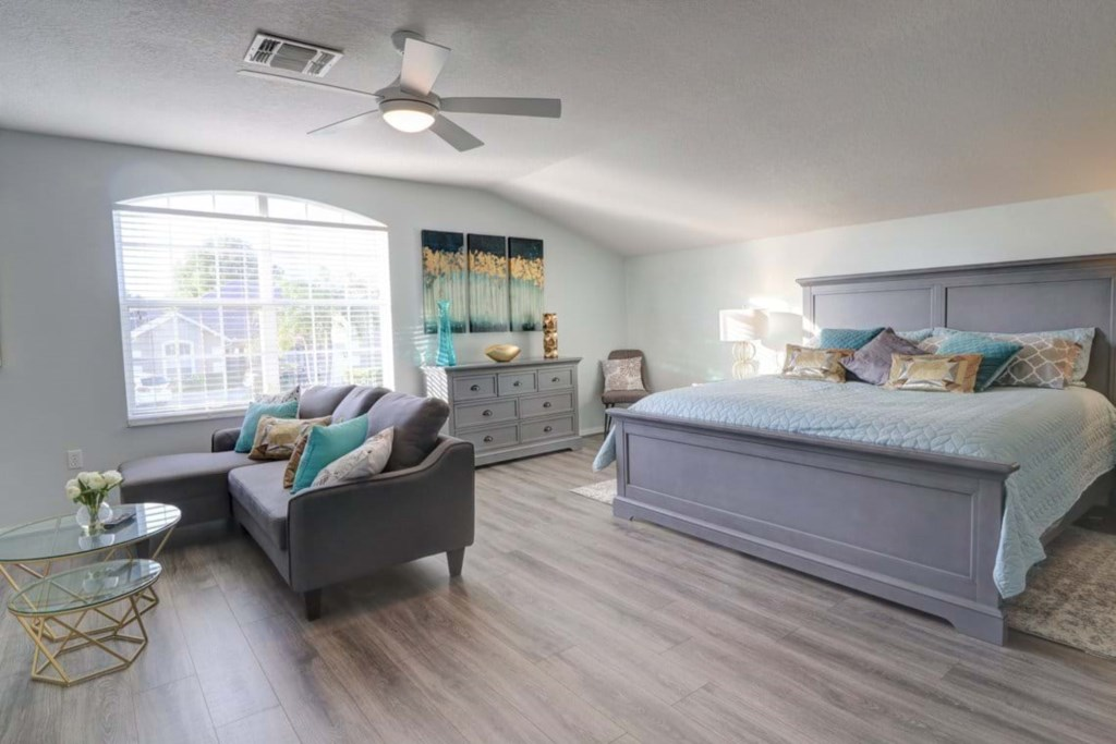 Lovely upstairs king size master bedroom with lounge area and flat screen TV