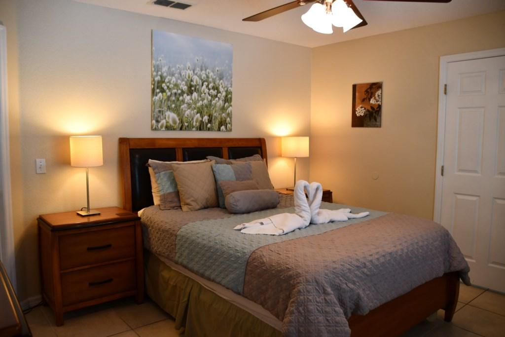 Spaciouos comfortable Bedroom