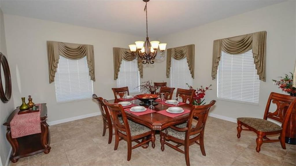 Dining area for 8 guests