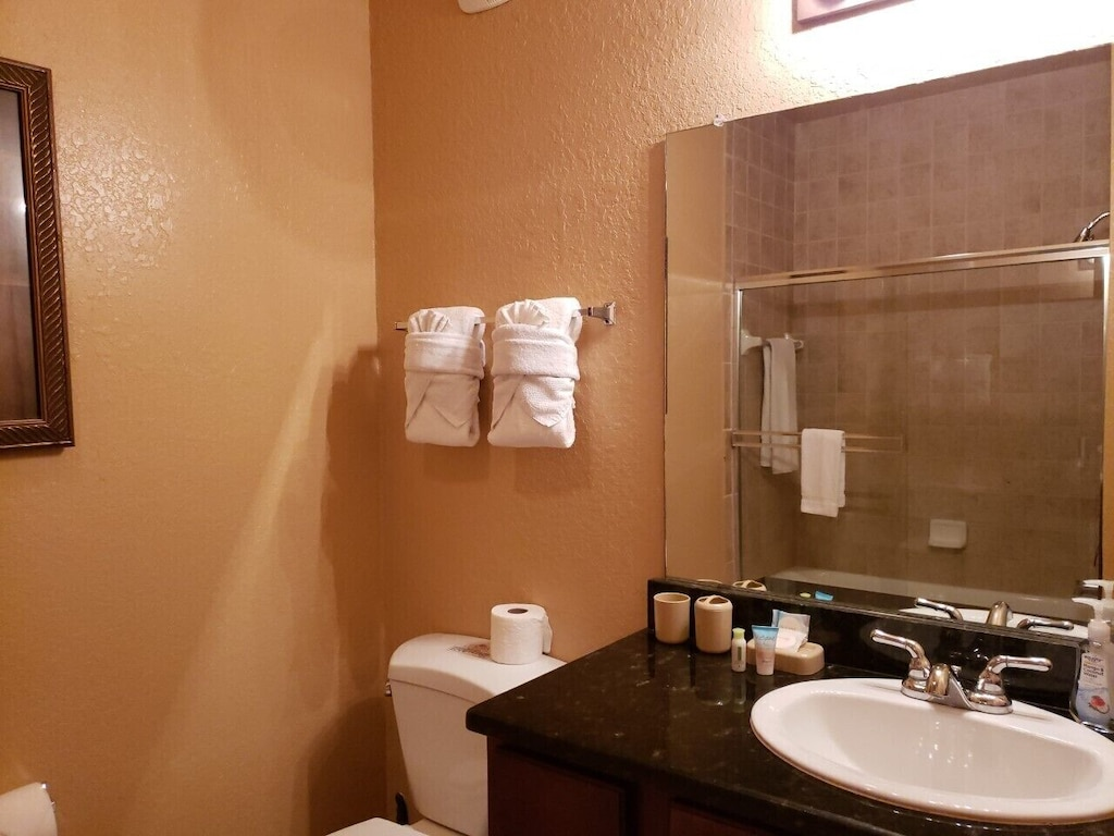 Bathrooms are provided with toilet rolls/tissues/soaps/shampoo/conditioner