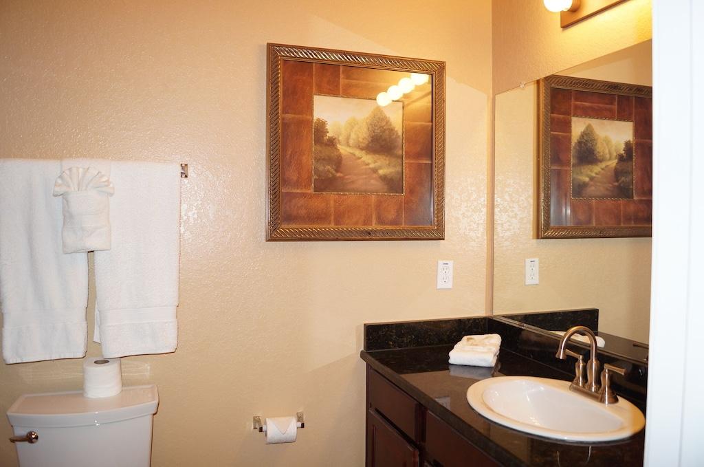 En-suite bathroom for bedroom #1