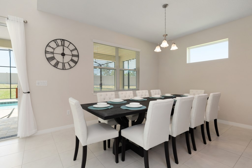 05_Dining_Table_with_10_Seats_0921.jpg