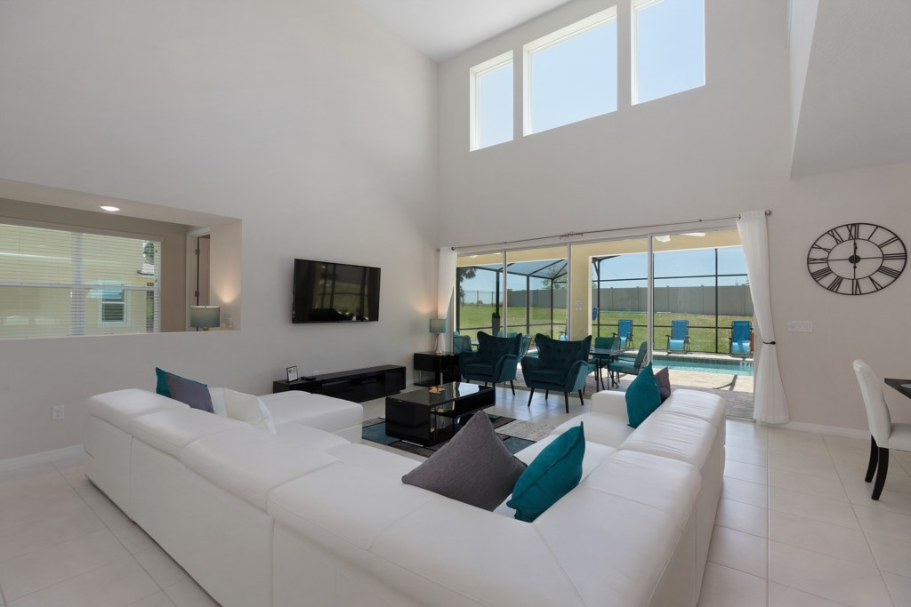 10_Seating_with_a_Pool_View_0921.jpg