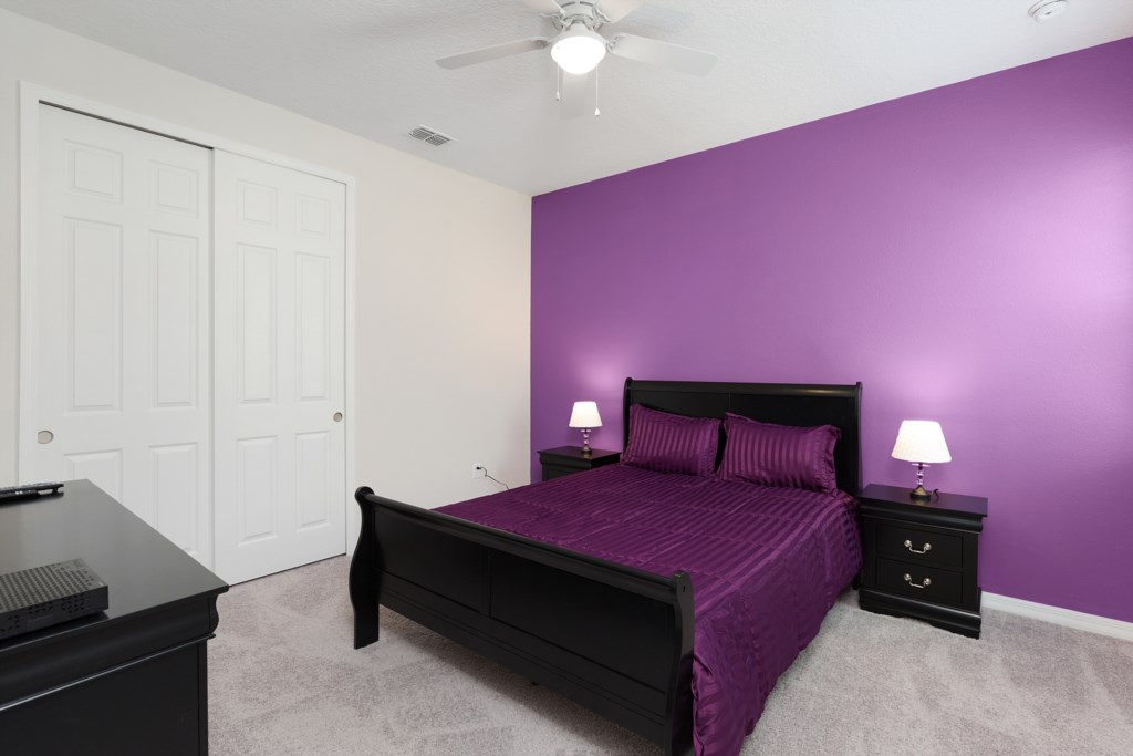17_King_Size_Bedroom_0921.jpg