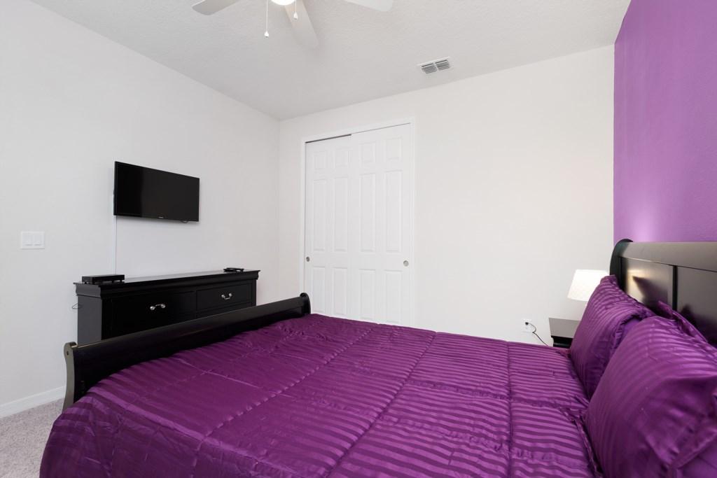 18_King_Size_Bedroom_0921.jpg