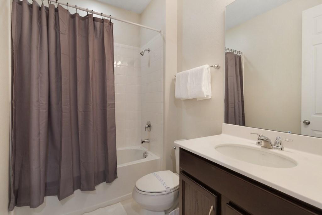 22_En-Suite_Bathroom_0921.jpg